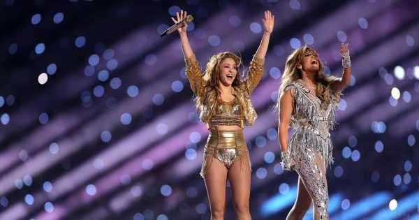 Shakira y J-lo ¿Es importante competir entre nosotras? Deslumbrante presentación y gran ejemplo de apoyo de género en el Super Bowl.